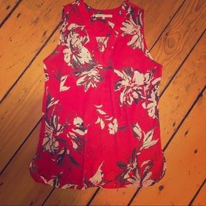 Violet + Claire red floral sleeveless blouse M